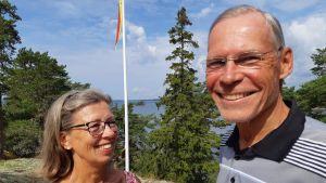 Ingrid och Martin Ahlman, oroliga föräldrar till sonen Gustav Ahlman som konverterat till katolicismen. Korpo augusti 2019.
