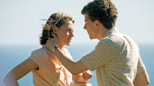 Kristen Stewart ja Jesse Eisenberg elokuvassa Café Society