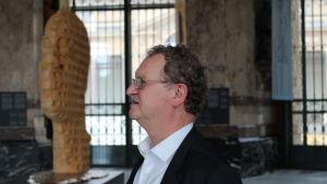Guido Gryysels fotograferad i profil.