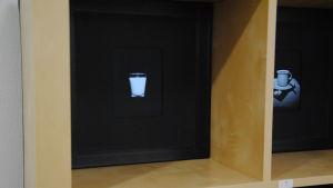 Fotografi taget med nålhålsteknik som föreställer ett mjölkglas.
