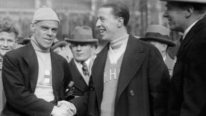 Clas Thunberg skakar hand med Joe Moore i New York 1926.