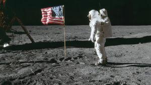 Astronautti Kuussa