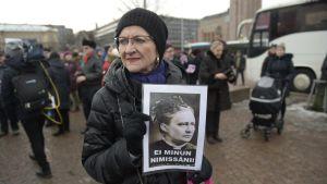 Kaarin Taipale deltar i den demonstration mot rasism som hölls i Helsingfors den 30 januari 2016.