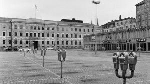 Parkeringsmätare på Kaserntorget i Helsingfors år 1971.