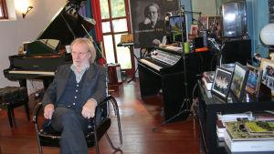 Benny Andersson i sitt arbetsrum på Skeppsholmen i Stockholm.