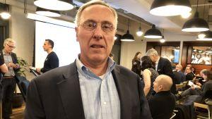 Val Kratzman har lett Finproi New York i över 20 år