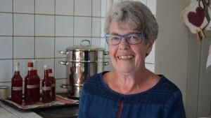 Birgitta Åsvik i Sundom i Vasa är stödperson för några unga irakier.