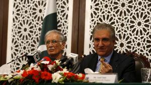 Pakistans utrikesminister Shah Mehmood Qureshi fördömer Indiens flygräd i Pakistan.