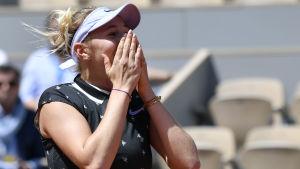 Amanda Anisimova chockad efter seger.