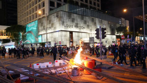 Nya massiva protester väntas på fredag kväll och under hela veckoslutet