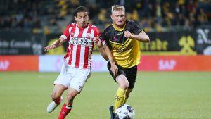 Richard Jensen i farten mot PSV.