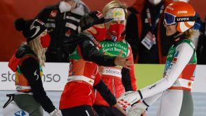 Österrikes damlag firar.