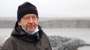 Lokalpolitikern Martin Kühne på stranden till den blivande sjön