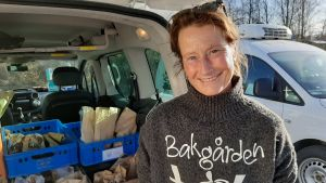 Jonna Panelius bakar artesanbröd i Sjundeå.