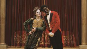 James Thiérrée och Omar Sy poserar som cirkusclowner.