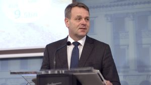 Jan Vapaavuori på Europeiska investeringsbankens presskonferens 18.1.2017.