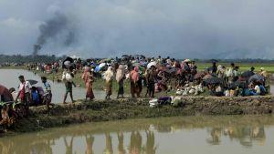 Rohingya-flyktingar i ingenmansland vid gränsen mellan Burma och Bangladesh den 4 september 2017.