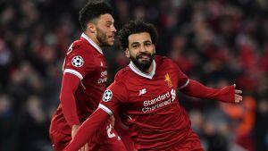 Mohamed Salah jublar, Oxlade-Chamberlain i bakgrunden