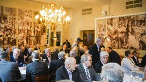 Handelsgillets offentliga diskussionstillfälle i Helsingfors.