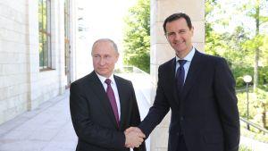 Bashar al-Assad har sällan åkt utomlands under det över sju år långa inbördeskriget, men han har träffat Vladimir Putin under flera arbetsbesök i Ryssland