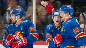 Pekka Jormakka, Sakari Manninen, Sami Lepistö firar mål.