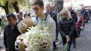 Flera hundra anhöriga, vänner och kolleger deltog i begravningen