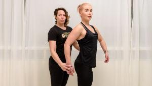 Päivikki Koskinen ja Maija Jouhki body fitness sivuasento