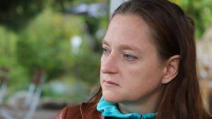 Kathleen Lützkendorf tittar åt sidan och ser något dyster ut.