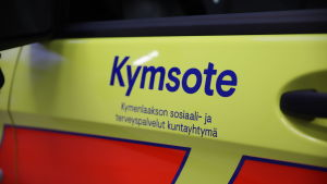 Kymsote-logo ambulanssin kyljessä