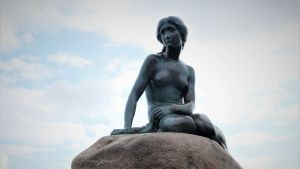 Statyn Lilla sjöjungfrun i Köpenhamn.