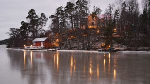 Ljus som speglar i den blanka isen.