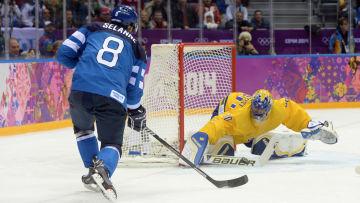 Henrik Lundqvist stoppar Teemu Selänne.