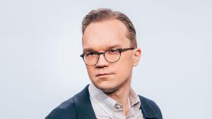Toimittaja Ville Seuri.