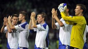 Finland tackar fansen efter 0-0 i Ungern 2011.