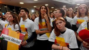 Tyska kristdemokrater reagerar på de första valprognoserna.