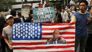 Filippinska aktivister protesterar mot Trumps inreseförbud och skärpta flyktingpolitik