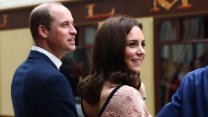 Prins William, hertig av Cambridge, med sin fru Cathrine, hertiginna av Cambridge, i London den 16 oktober 2017.