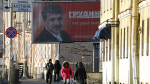 Valaffisch med ryska kommunistpartiets presidentkandidat Pavel Grudinin