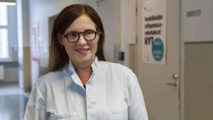 Helsingin yliopiston professori Anu Kantele.