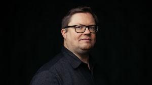 Profiilikuva MOT:n toimittajasta Marko Niemestä.