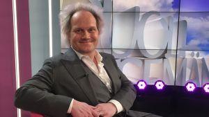 Jani Halme Puoli seitsemän studiossa.