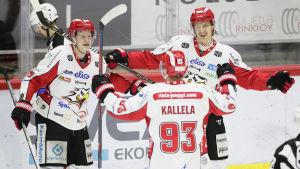Tony Sund jublar tillsammans med Toni Kallela och Tommi Tikka