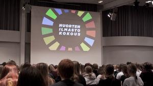 De ungas klimatmöte inleddes på det fullsatta Finlandiahuset.