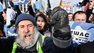 Tusentals människor var ute på gatorna i Moskva för att demonstrera.