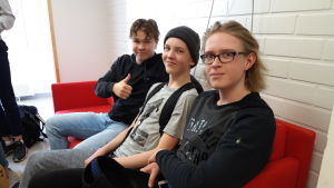 Filip Holm, Valentin Suonto och Johannes Ruotsala i Karleby svenska gymnasium.