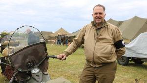 Thierry Debauve med sin krigstida motorcykel