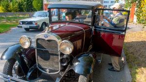 En A-Ford med passagerare