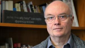 Professor Volkhard Knigge leder stiftelsen sm upprätthåller koncentrationslägret Buchenwald