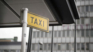 En bild av en taxistolpe.