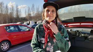 Chia Näsman från Raseborgs fermenteri säljer sina produkter i Alberga, Esbo.